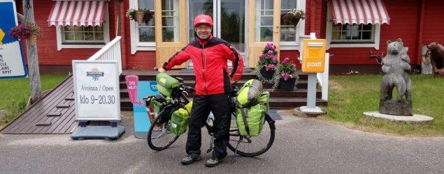 Bernd Fischer fährt mit Fahrrad zum Nordkap
